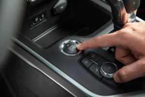 Система бесключевого доступа и кнопка запуска двигателя